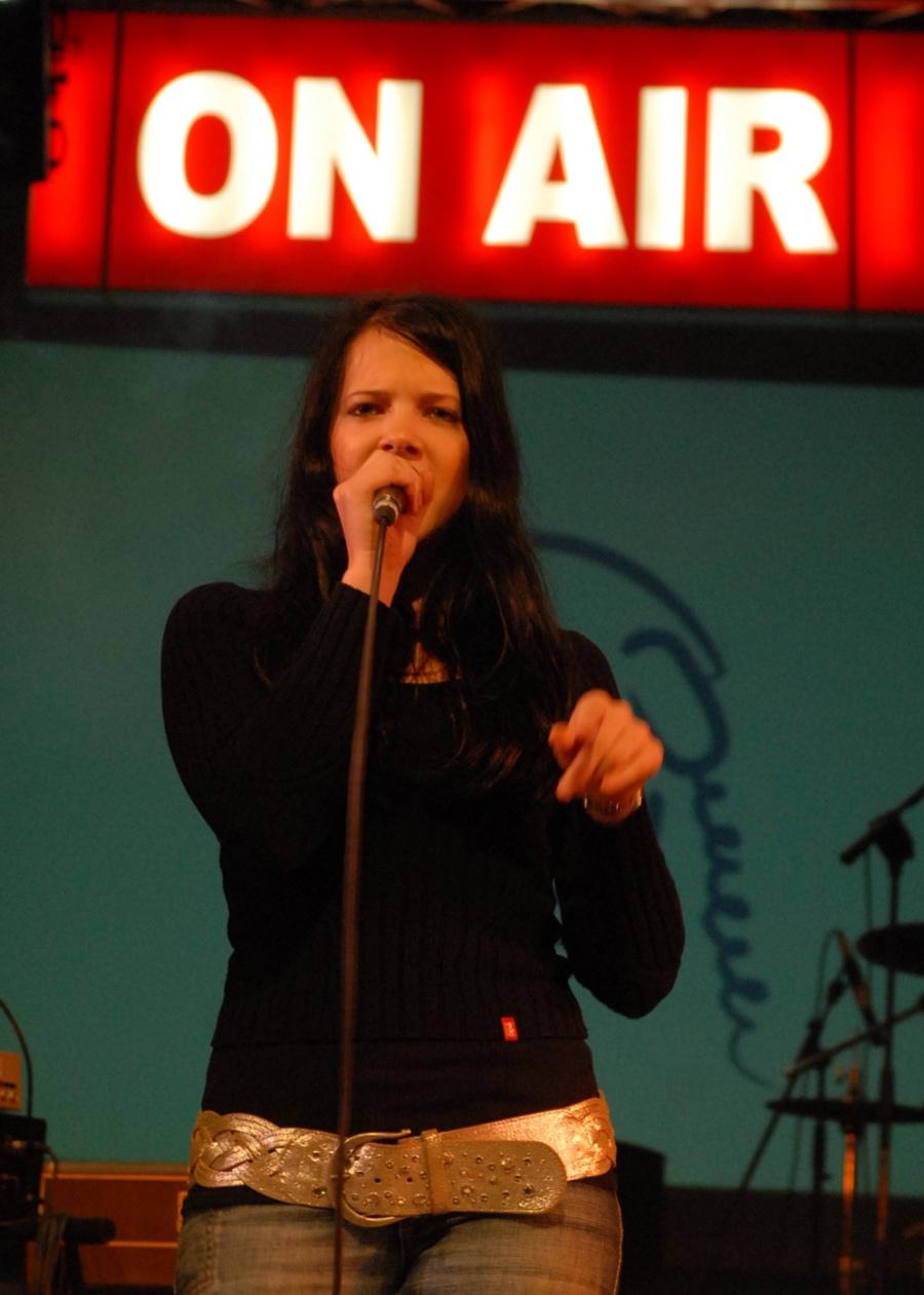 2007 - Nina Pušlar je takoj po nastopu odhitela v šolo